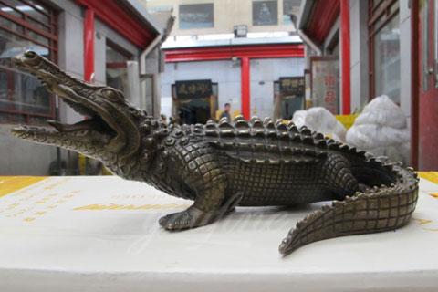 Hot selling Cheap Bronze animal Crocodile statue