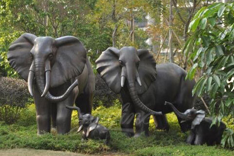 Life size baby elephant statue and large elephant animal sculpture for garden decor