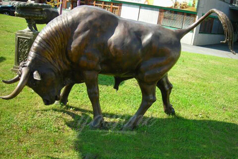Outdoor decorative metal sculpture bull statue for yard decor
