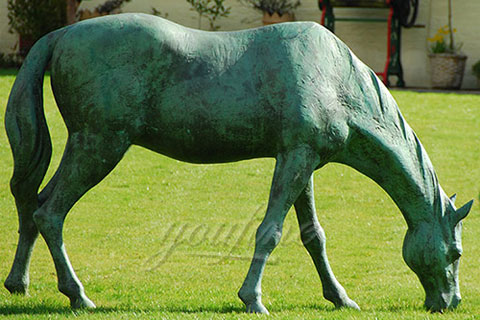 Outdoor life size bronze eating grass standing horse sculptures for lawn ornaments