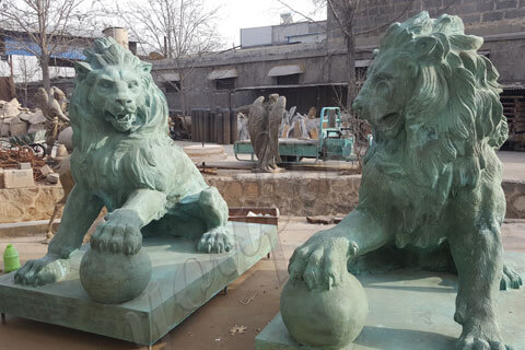 Outdoor life size pair of lion statues for home or driveway front porch for sale
