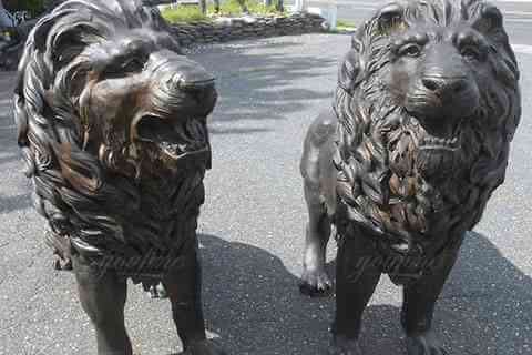 Outdoor Life Size Pair of Majestic Bronze Lion Garden Statue for Sale