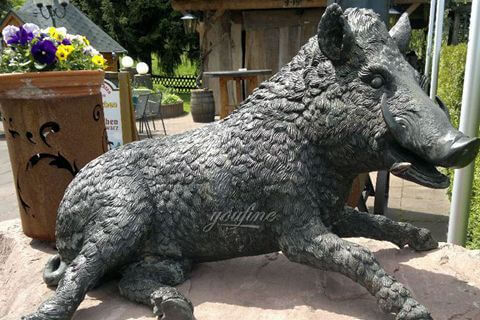 Outdoor Large Square Bronze Sculpture Sitting Wild Boar Bronze Sculpture Personalized Decoration for Sale BOKK-385