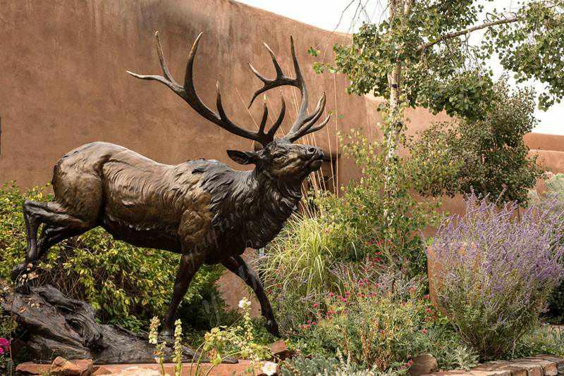 Outdoor Decorative Bronze Deer Statue Garden Decor Details